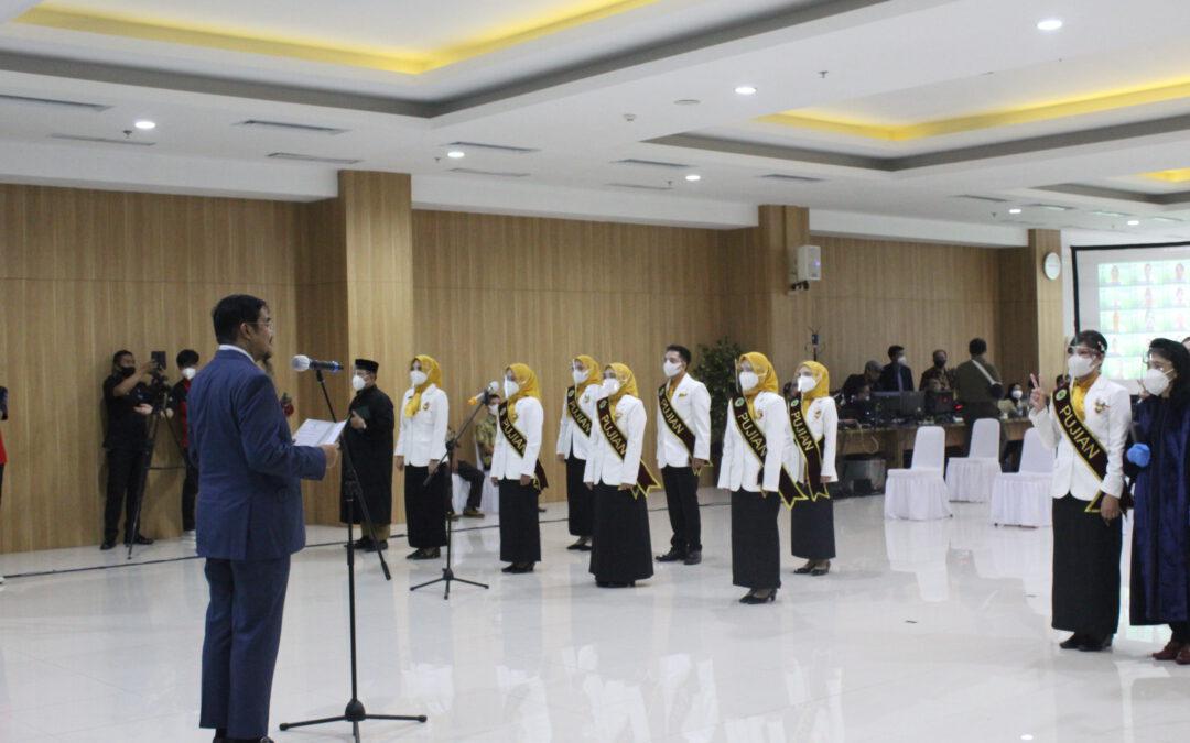 Pengambilan Sumpah dan Penyerahan Ijazah Profesi Apoteker Angkatan XXIX Secara Daring